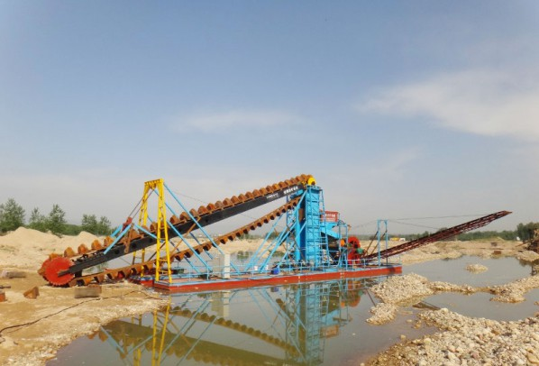 河道采砂船,大型挖砂子的船