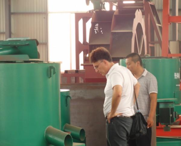 美国客户来厂订购选金设备沙金选矿设备