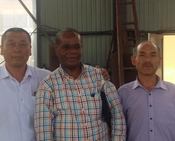 加纳客户来厂订购开采金矿设备机器