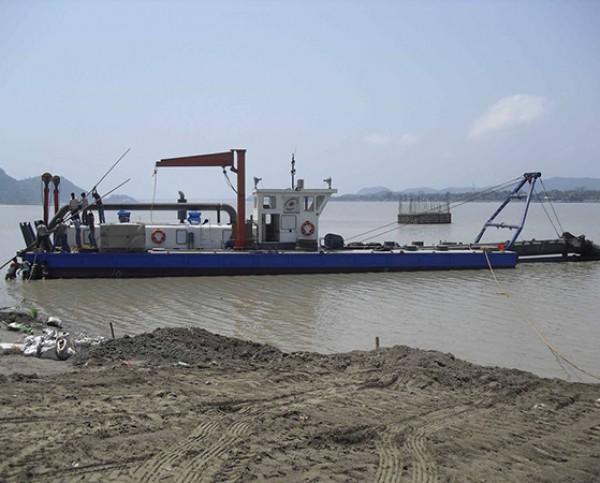 挖泥船,大型绞吸式挖泥船